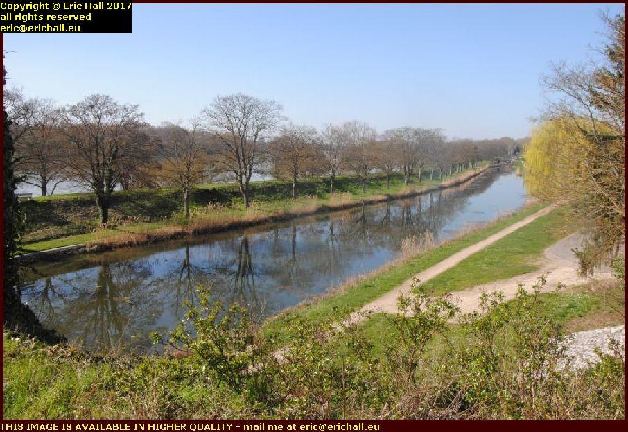 parallel canal pont canal de briare loiret france