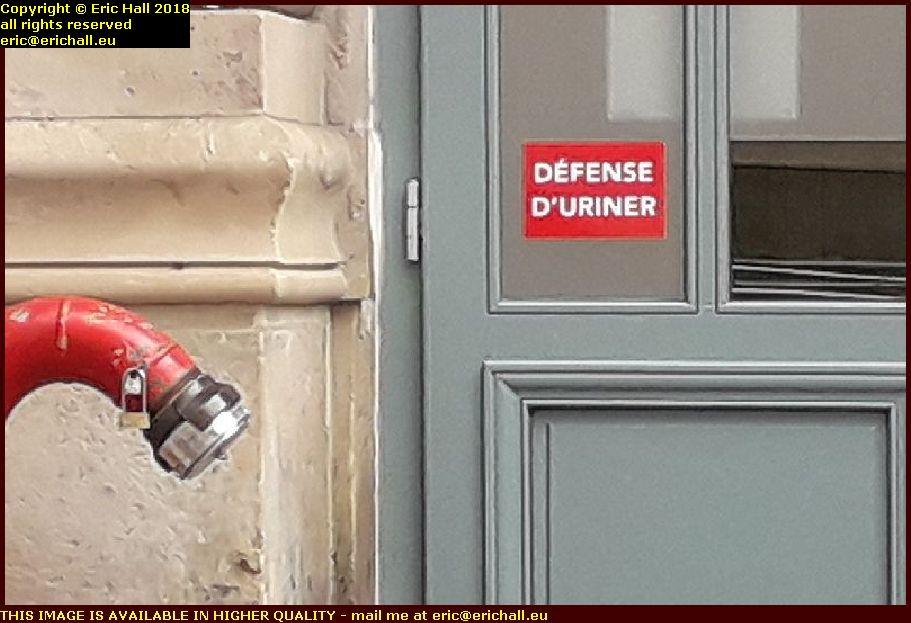 defense d'uriner gare du nord paris france