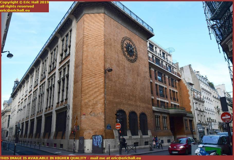 beautiful building Rue du Faubourg Poissonnière rue bergere paris france